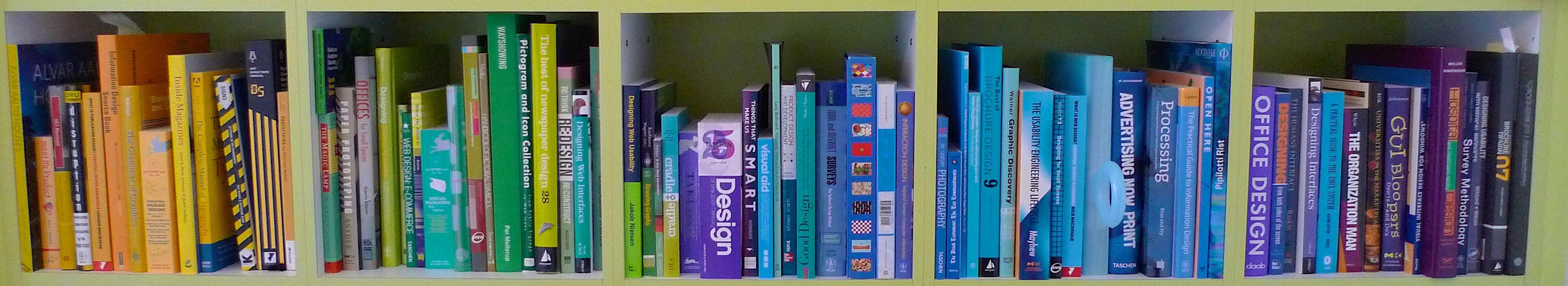 מדף ספרים באנגלית